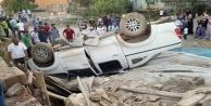Yüksekova'da kamyonet takla attı: 2 yaralı