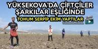 Yüksekova'da Çiftçiler Şarkılar Eşliğinde Tohum Serpip Ekim Yaptılar