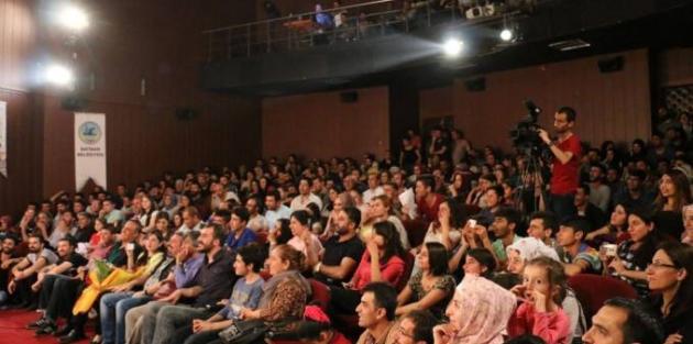 Tiyatro festivaline yoğun ilgi