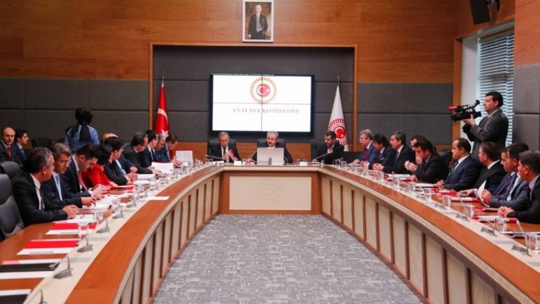 Uyum yasaları 2 değişiklikle komisyondan geçti