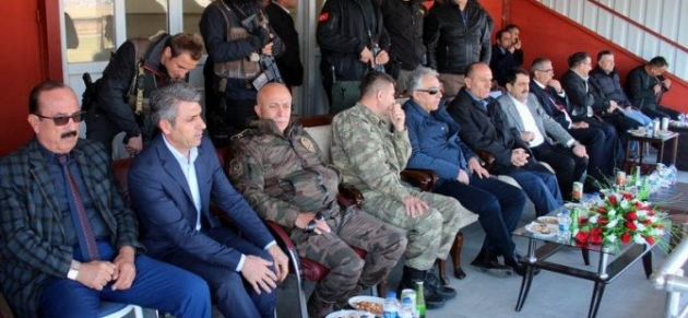 Vali Toprak: Yüksekovabelediyespor maçını izledi!