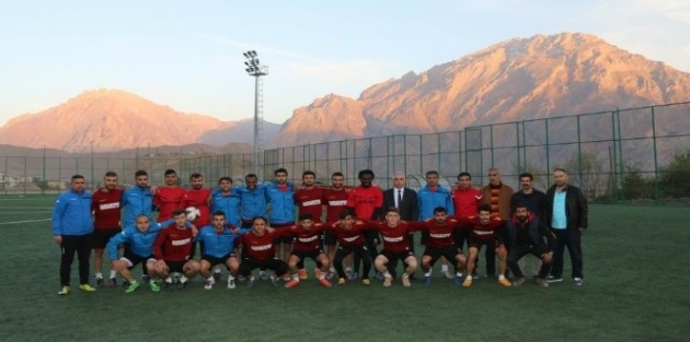 Vali Toprak'tan Hakkarisporlu futbolculara ziyaret