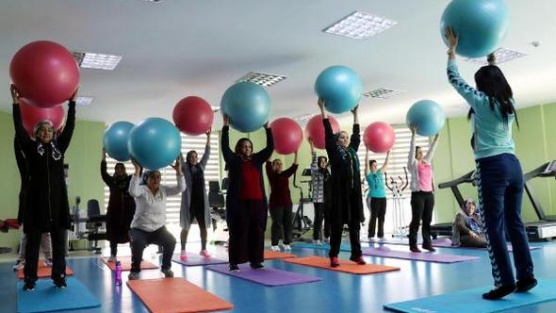 Van Büyükşehir Belediyesi kadınlar için spor merkezi açtı