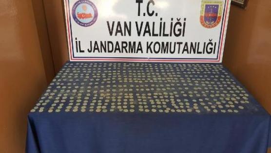 Van'da Bizans dönemine ait 523 sikke ele geçirildi