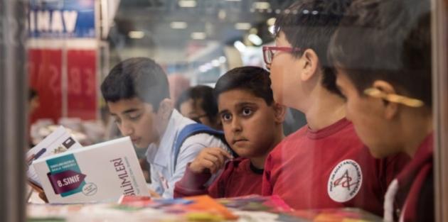 Yayıncılara sınav darbesi: 100 milyon kitap elde kaldı
