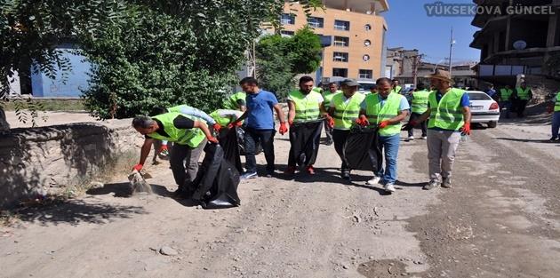 Yüksekova Cumhuriyet Mahallesinde Çevre Temizliği
