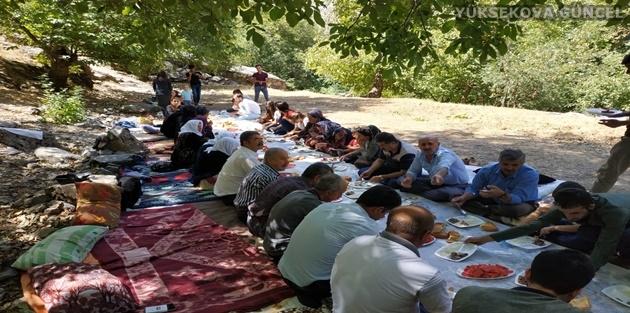 Yüksekova Dağlıca'da 400 kişilik piknik keyfi