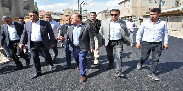Yüksekova ilçesinde sıcak asfalt çalışmaları başladı