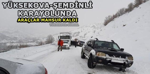 Yüksekova-Şemdinli Karayolunda Araçlar Mahsur Kaldı