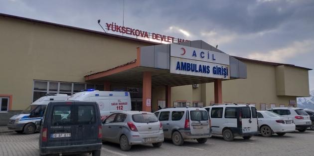 Yüksekova'da 23 yaşındaki genç Babasını öldürüp, Annesini yaraladı