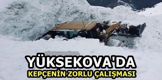 Yüksekova'da Kepçenin Zorlu Çalışması