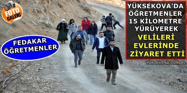 Yüksekova'da öğretmenler 15 kilometre yürüyerek velileri evlerinde ziyaret ediyor