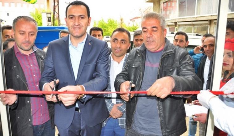 """Yüksekova'da """"Öz Antep Pastanesi"""" hizmete açıldı"""