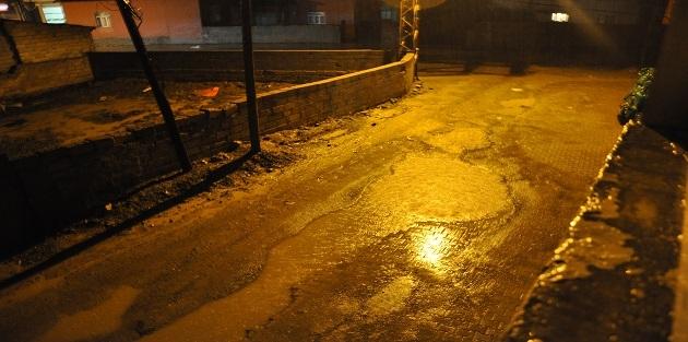 Yüksekova'da sağanak yağmur bastırdı