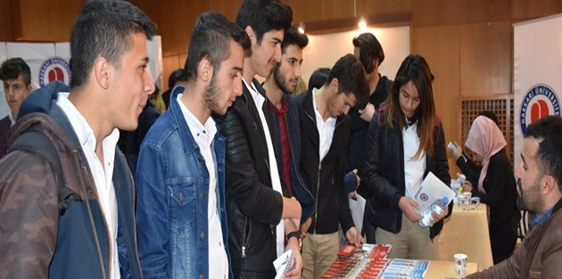 Yüksekova'da 'Tanıtım ve Kariyer Günleri' Etkinliği