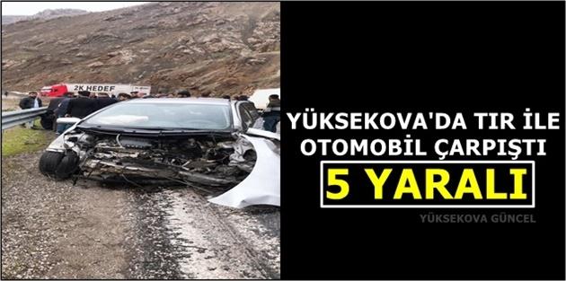 Yüksekova'da Tır ile Otomobil Çarpıştı: 5 Yaralı