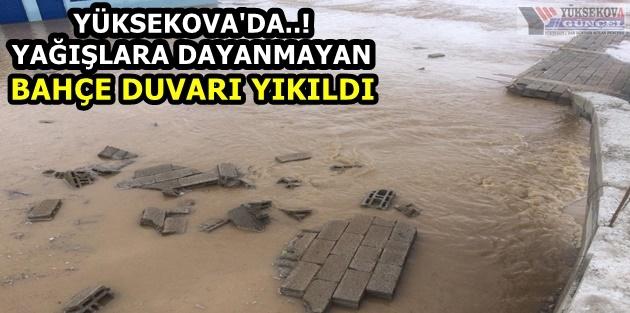 Yüksekova'da..! Yağışlara Dayanmayan Bahçe Duvarı Yıkıldı