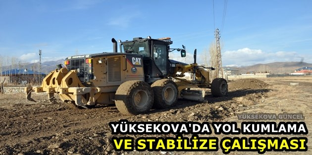 Yüksekova'da yol kumlama ve stabilize çalışması