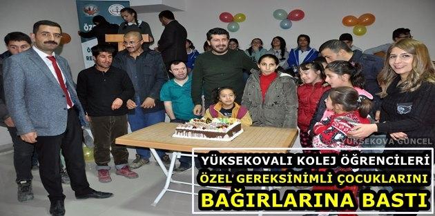 Yüksekova'da Kolej Öğrencileri Özel Gereksinimli Çocuklarını Bağırlarına Bastı