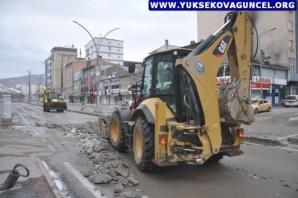 Yüksekova'da Biriken Karlar Temizlendi