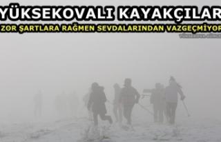Yüksekovalı kayakçılar, zor şartlara rağmen...