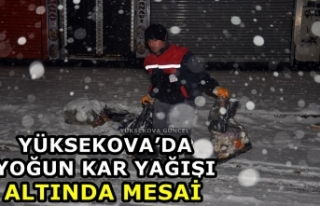Yüksekova'da yoğun Kar Yağışı Altında Mesai