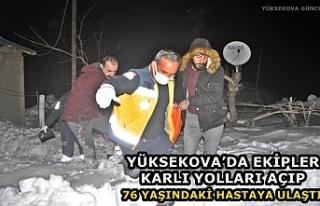 Yüksekova'da Ekipler Karlı Yolları Açıp 76...