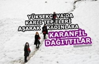 Yüksekova'da Karlı tepeleri aşarak kadınlara...