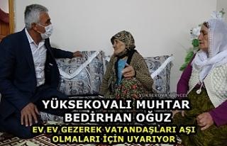 Yüksekovalı muhtar Bedirhan Oğuz, ev ev gezerek...
