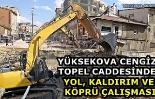 Yüksekova Cengiz Topel Caddesinde Yol, Kaldırım...