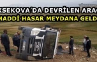 Yüksekova'da Devrilen Araçta Maddi Hasar Meydana...