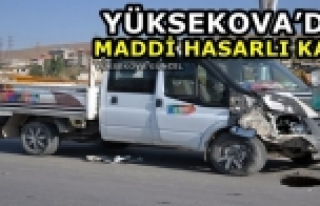 Yüksekova'da Maddi Hasarlı Kaza