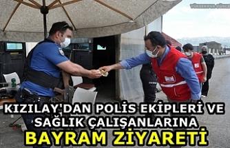 Yüksekova Kızılay Şubesinden Polis Ekipleri Ve Sağlık Çalışanlarına Bayram Ziyareti