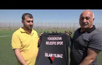 İş Adamı İslam Yılmaz'dan Yüksekova Belediyespor Futbolcularına Forma