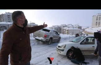 Yüksekova'da sürücüler piste dönen yolda zor anlar yaşadı
